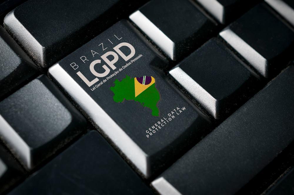 Símbolo da LGPD estampado no botão enter, de um teclado