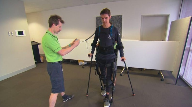 Shaun Greentree utilizando exoesqueleto
