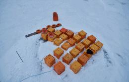 Telescópio submarino: cientistas russos instalam equipamento para detectar neutrinos no lago Baikal