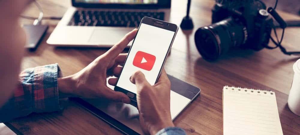 Celular com logo do YouTube