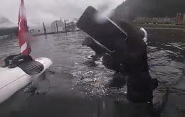 iPhone 11 é resgatado funcionando após seis meses no fundo de um lago