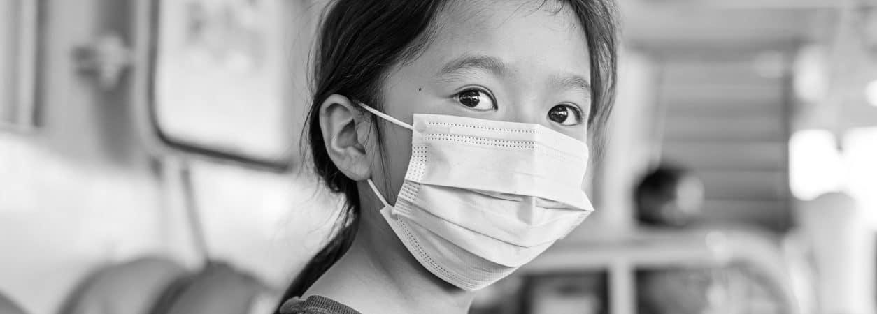 Hong Kong interrompe vacinação com imunizante da Pfizer após defeito na tampa das doses