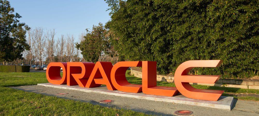 Logo da Oracle feito em letreiro caixa, sob um framado