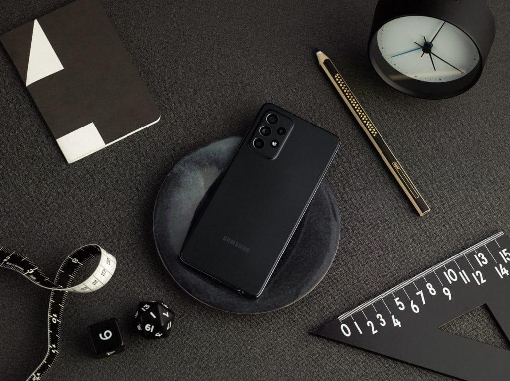 Novo Galaxy A52 na cor preta.