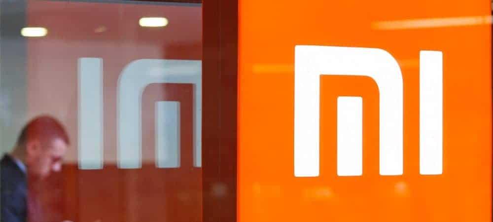 Logo da Xiaomi na fachada de uma loja