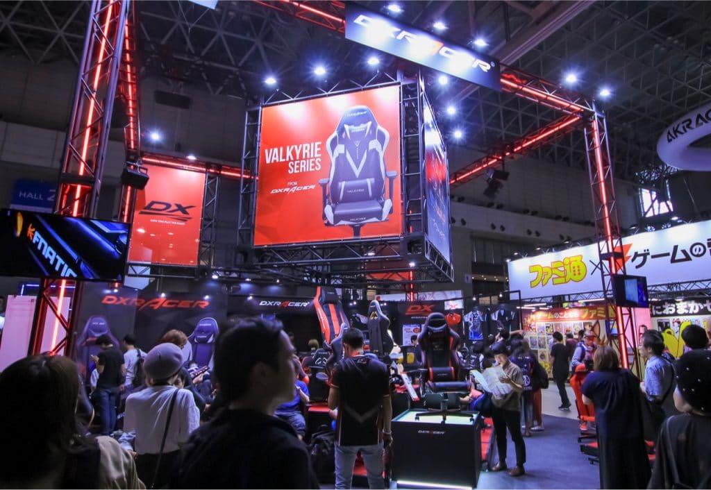 Imagem mostra palco de uma edição antiga da feira Tokyo Game Show: em 2021, evento será inteiramente online