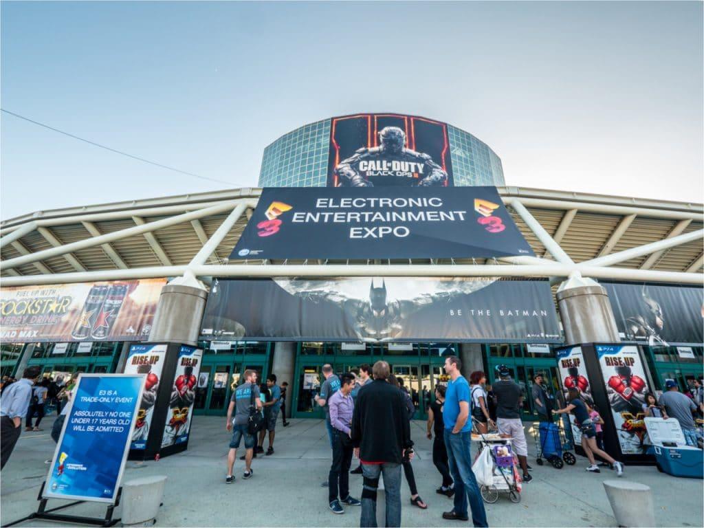 Imagem mostrando a entrada da feira de jogos E3. Segundo documentação recente, E3 2021 pode ter sido cancelada devido à Covid-19