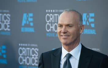 Michael Keaton é confirmado como Batman no filme 'The Flash'