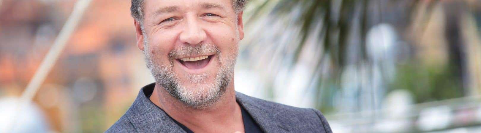 Russell Crowe durante a sessão de fotos de 'Dois Caras Legais' no 69º Festival de Cinema de Cannes. Imagem: Denis Makarenko/Shutterstock