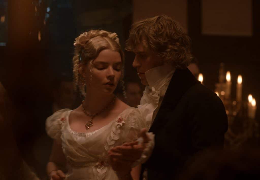 Anya Taylor-Joy e Johnny Flynn em 'Emma'. Imagem: Universal Pictures International/Divulgação