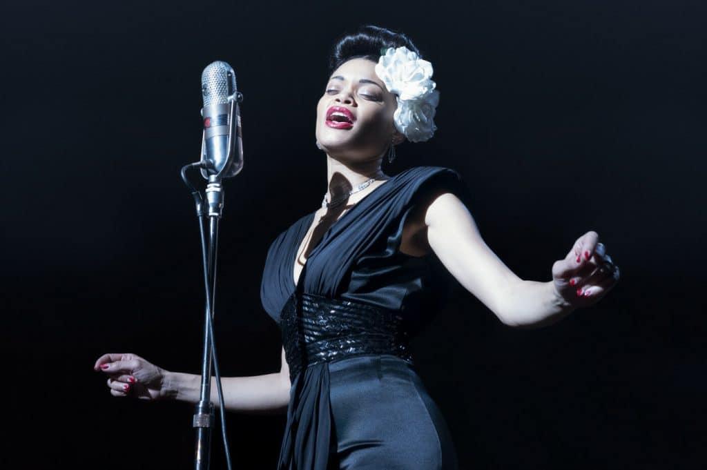 Andra Day em 'Estados Unidos Vs Billie Holiday'. Imagem: Hulu/Diivulgação