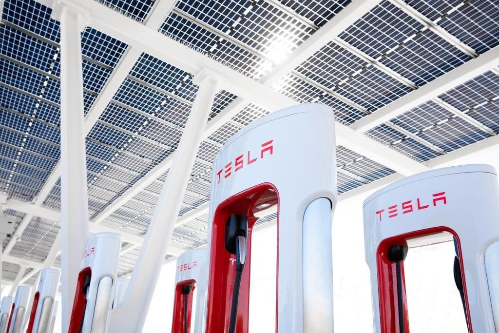 Estación Tesla Supercharger. Imagen: Tesla / Disclosure