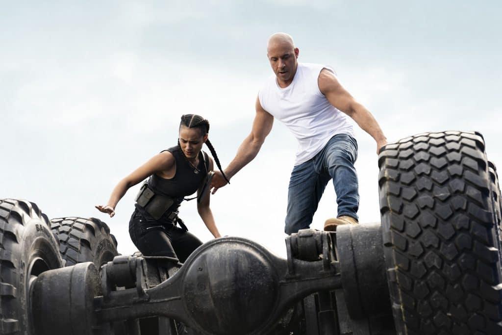 Ramsey (Nathalie Emmanuel) e Dom (Vin Diesel) em 'F9', dirigido por Justin Lin. Imagem: Universal Pictures/Divulgação