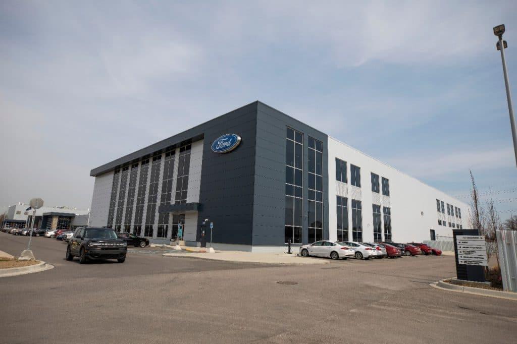 Laboratorio de pruebas y evaluación comparativa de baterías Ford en Michigan