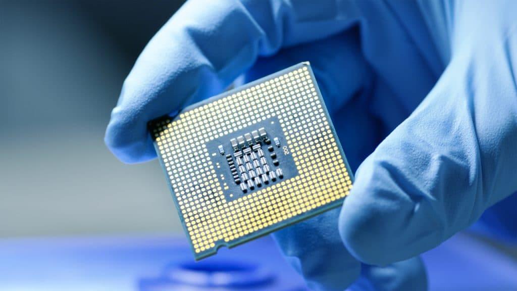 Ilustração de chip para representar a atual escassez global de chips