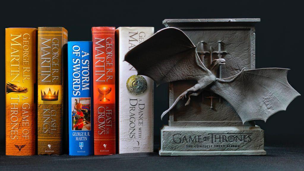 De sete livros prometidos da franquia 'Game of Thrones', apenas cinco foram lançados. Imagem: Milleflore Images / Shutterstock.com