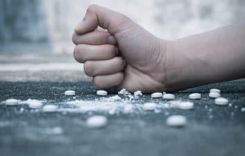 Adolescentes são mais vulneráveis a transtornos por uso de drogas e medicamentos, diz estudo