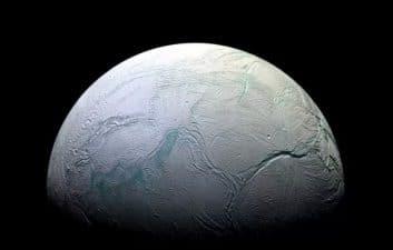 Encelado, la luna de Saturno, puede tener corrientes oceánicas similares a las que vemos en la Antártida