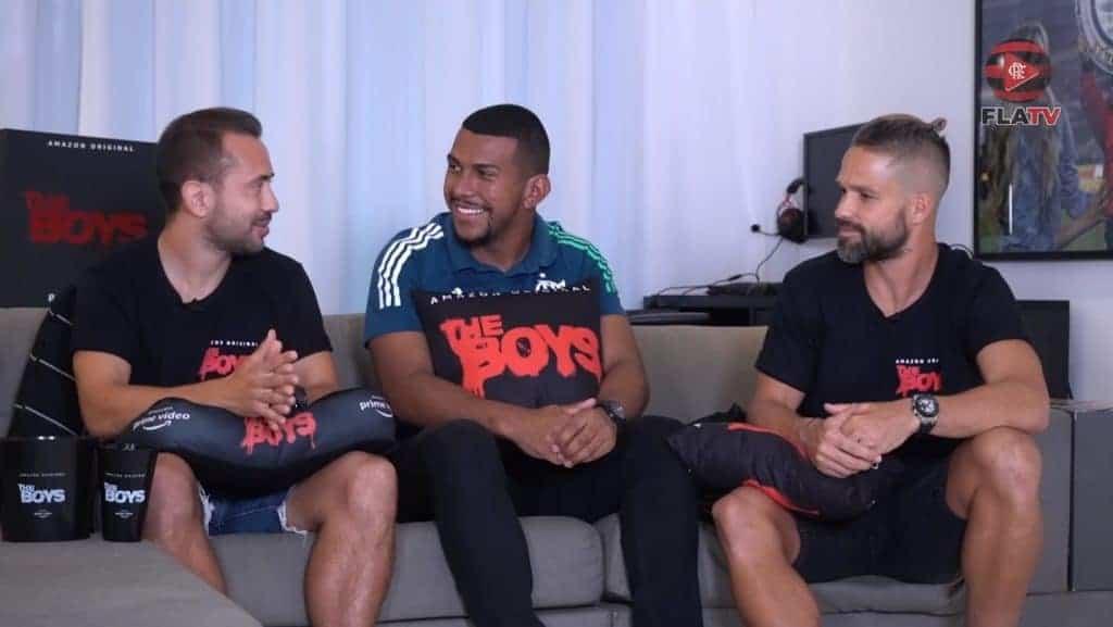 Jogadores do Flamengo em ação promocional com a Amazon Prime Video