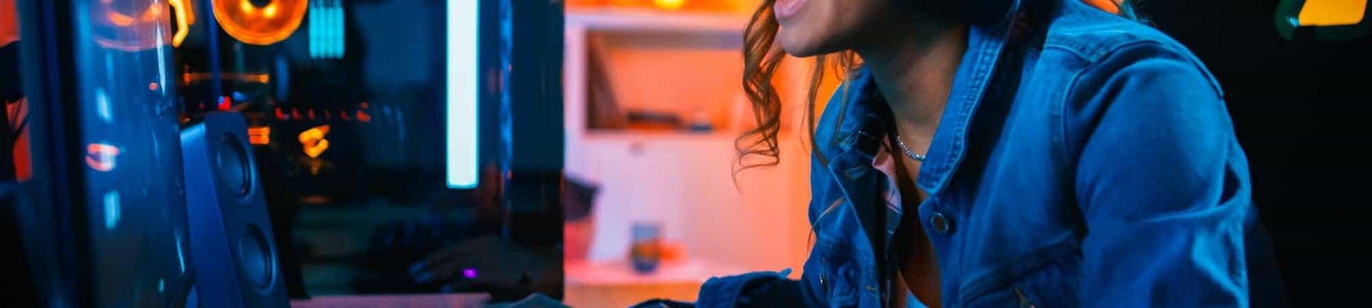 Gamers brasileiros jogam mais durante pandemia. Imagem: Gorodenkoff/shutterstock.com