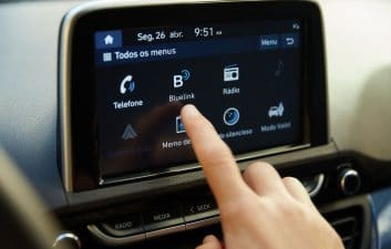 Hyundai offers free Bluelink in the new HB20
