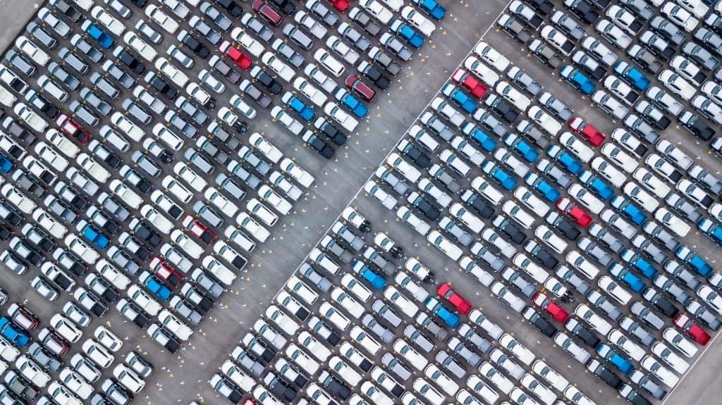 Mais de 52 mil brasileiros já caíram em golpe de falso leilão de carros. Imagem: Avigator Fortuner/Shutterstock