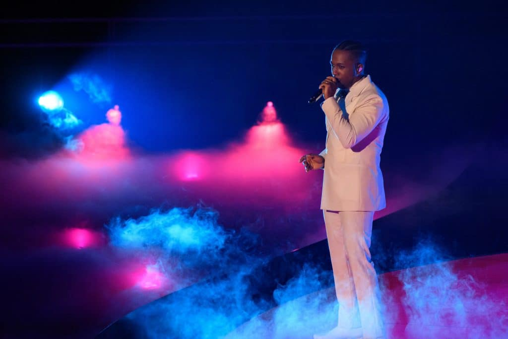 Leslie Odom Jr. canta 'Speak Now' para evento pré-Oscar. Imagem: Richard Harbaugh / ©A.M.P.A.S.