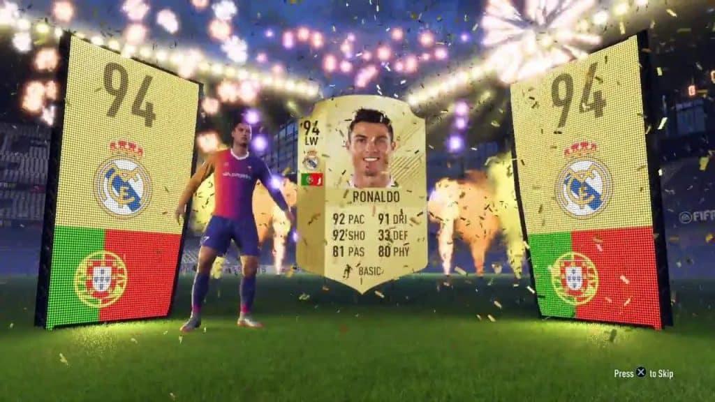 Loot boxes podem ofertar itens raros dentro dos games, como Cristiano Ronaldo em 'Fifa'. Imagem: EA/Reprodução