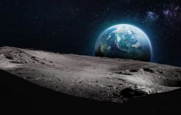 Alien hunters should look for artifacts on the Moon, study says