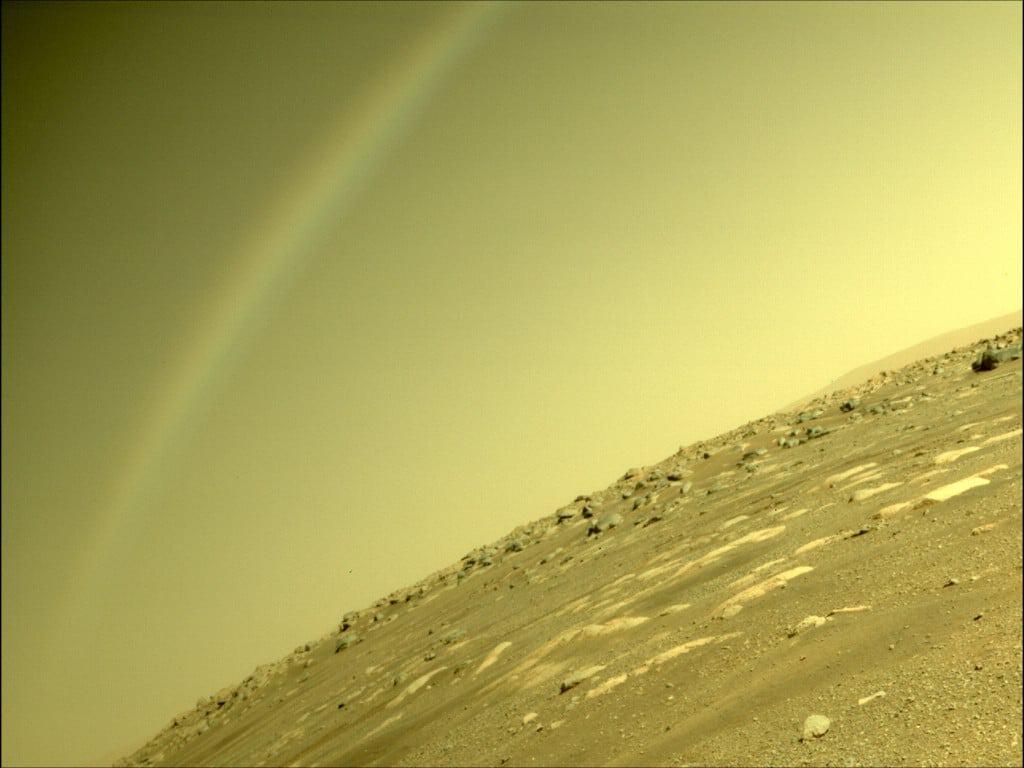 Um arco-íris no céu marciano. Imagem: Nasa/JPL-Caltech