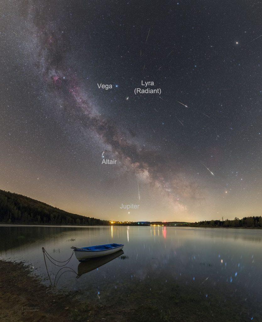 Meteoros líridos sobre el lago Seč en la República Checa en 2020. Créditos: Petr Horálek