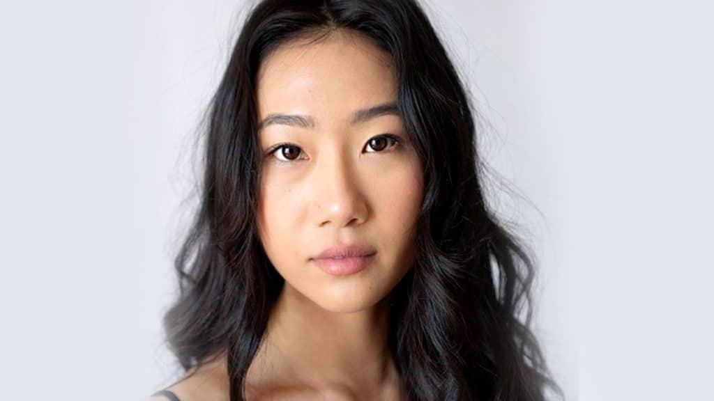 """Foto de rosto da atriz Olivia Liang, que será protagonista do reboot de """"Kung Fu"""", série criada nos anos 70 por Bruce Lee"""