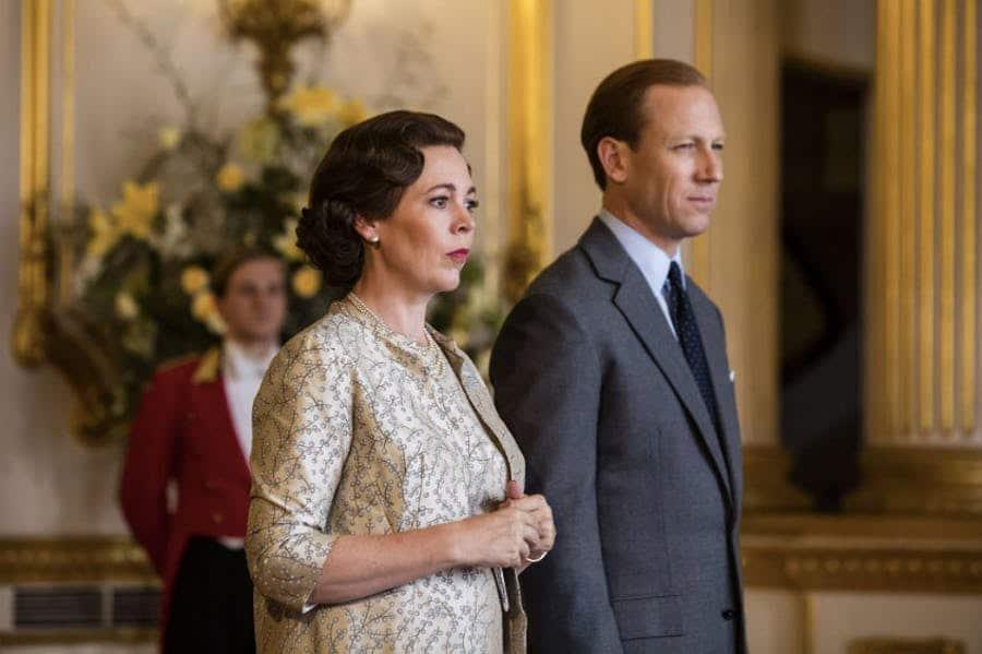 Olivia Colman e Tobias Menzies em 'The Crown'. Imagem: Netflix/Divulgação