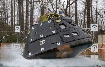 Pool bath: NASA tests landing of Orion capsule in water