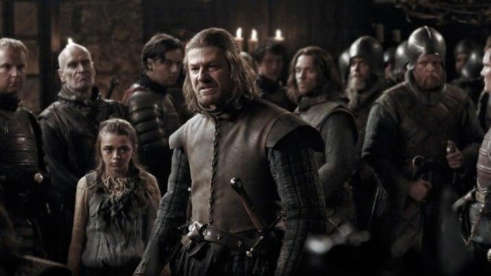 Ned Stark (Sean Bean) com a filha Arya (Maisie Williams) em cena da primeira temporada de 'Game of Thrones'. Imagem: HBO/Divulgação