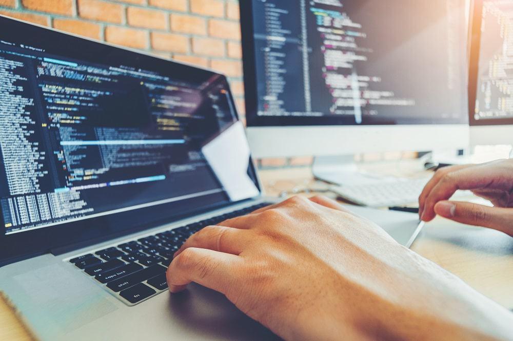 TI: grupo de consultoria abre vagas para Desenvolvimento Full Stack e UX Design