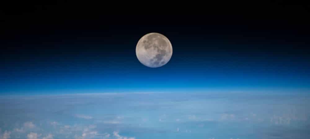 Superlua vista do espaço, fotografada por astronautas a bordo da ISS