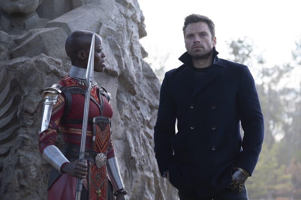 Ayo (Florence Kasumba) ficou responsável por guardar o Soldado Invernal/Bucky Barnes (Sebastian Stan) durante sua estadia em Wakanda. Imagem: Chuck Zlotnick/Marvel Studios