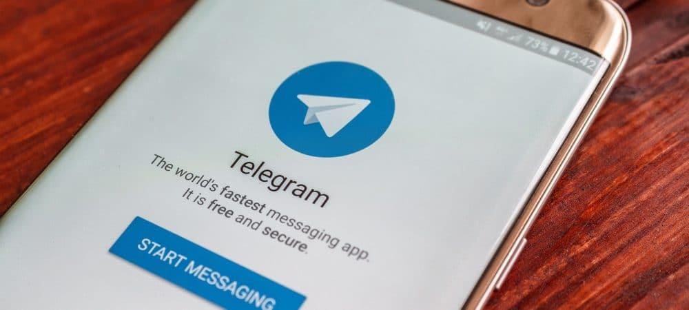 Celular com o aplicativo do Telegram aberto
