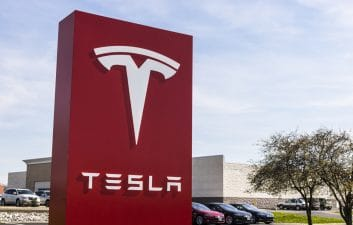 Tesla shares soar, automaker expected to reach $ 1 trillion worth