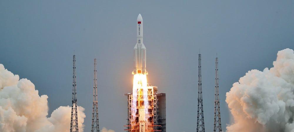 Foguete Longa Marcha 5B lança o Tianhe-1, primeiro módulo da estação espacial chinesa Tiangong
