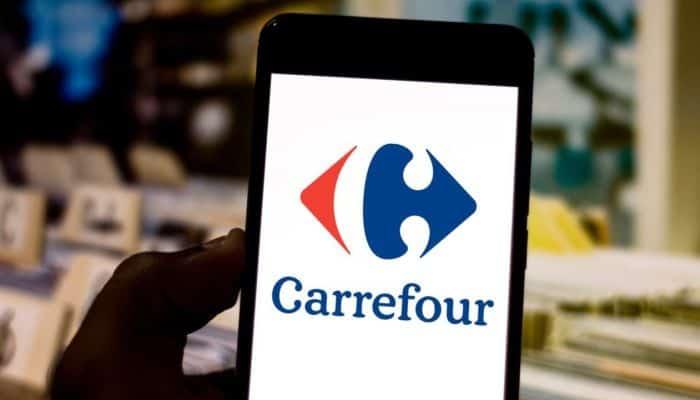 Celular com logo do Carrefour