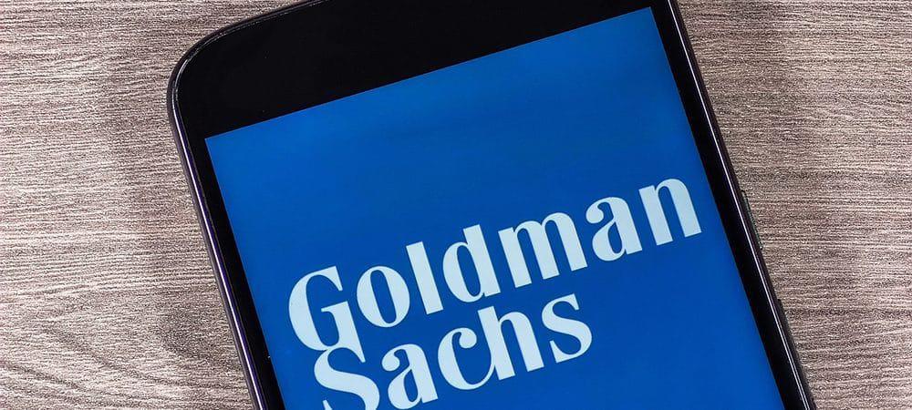 Imagem mostra um smartphone, na tela aparece o logo do banco Goldman Sachs