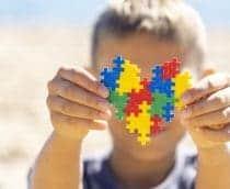 Fantoches podem auxiliar no desenvolvimento de crianças com autismo, diz pesquisa