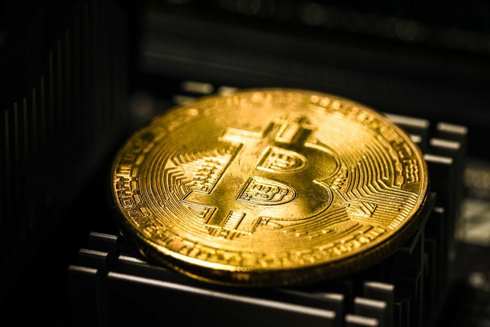 Imagem mostra a moeda virtual bitcoin