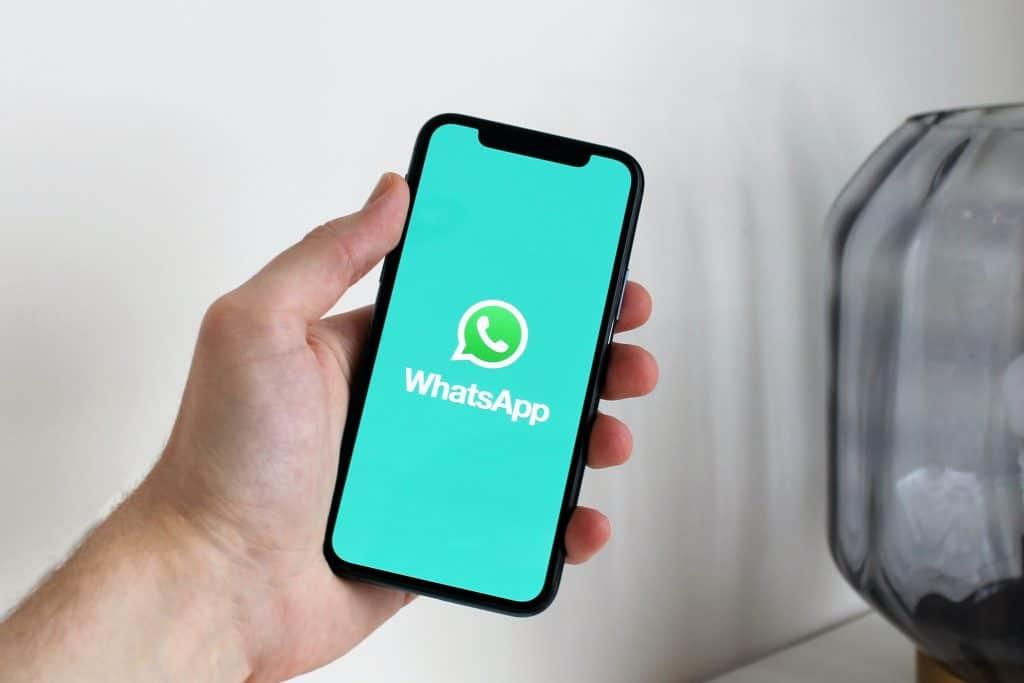 Logo do WhatsApp em um iPhone.
