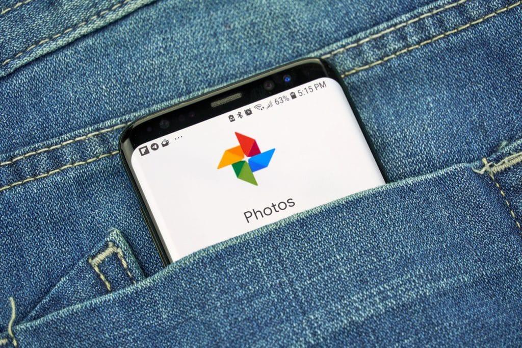 Google Fotos aberto em smartphone