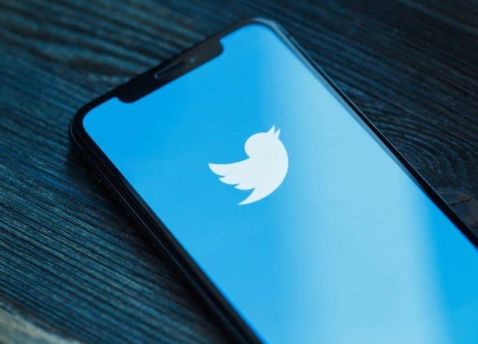 Logo do Twitter em smartphone
