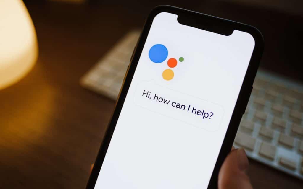 Google Assistente aberto em smartphone