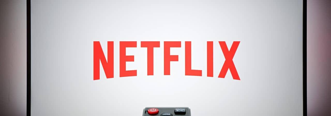 Logo do Netflix exibido em televisão